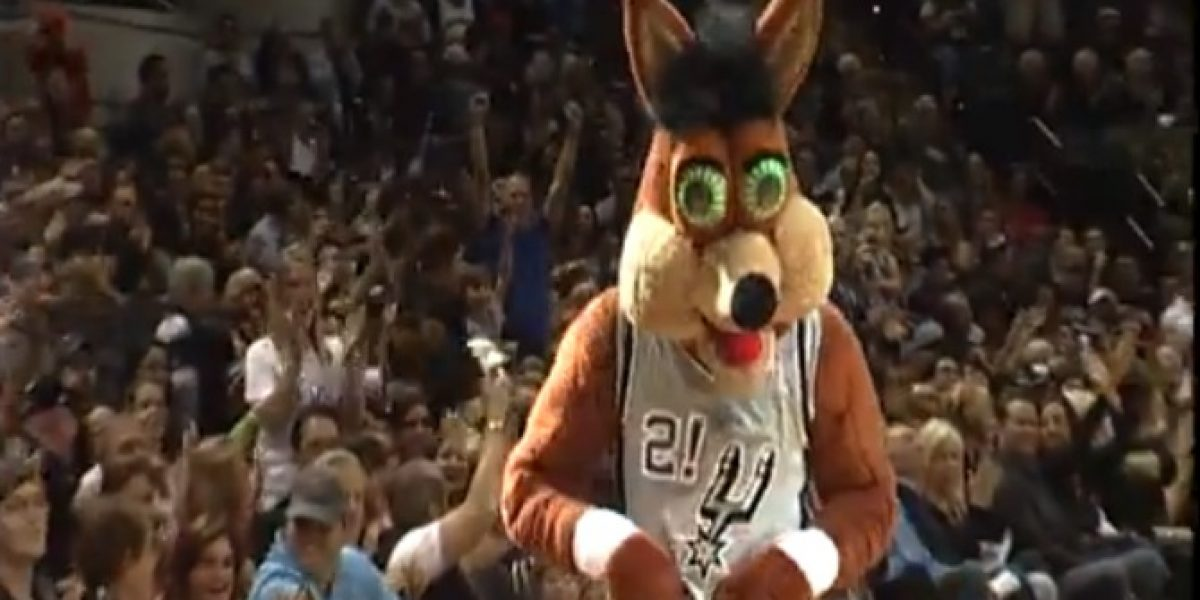 Video: ¡Increíble! Mascota de la NBA sorprende a todos con impresionante tiro