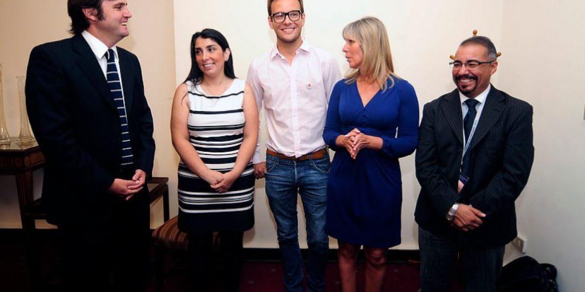 [Fotos] Reunión con Fundación Iguales marca el estreno de Lily Pérez en