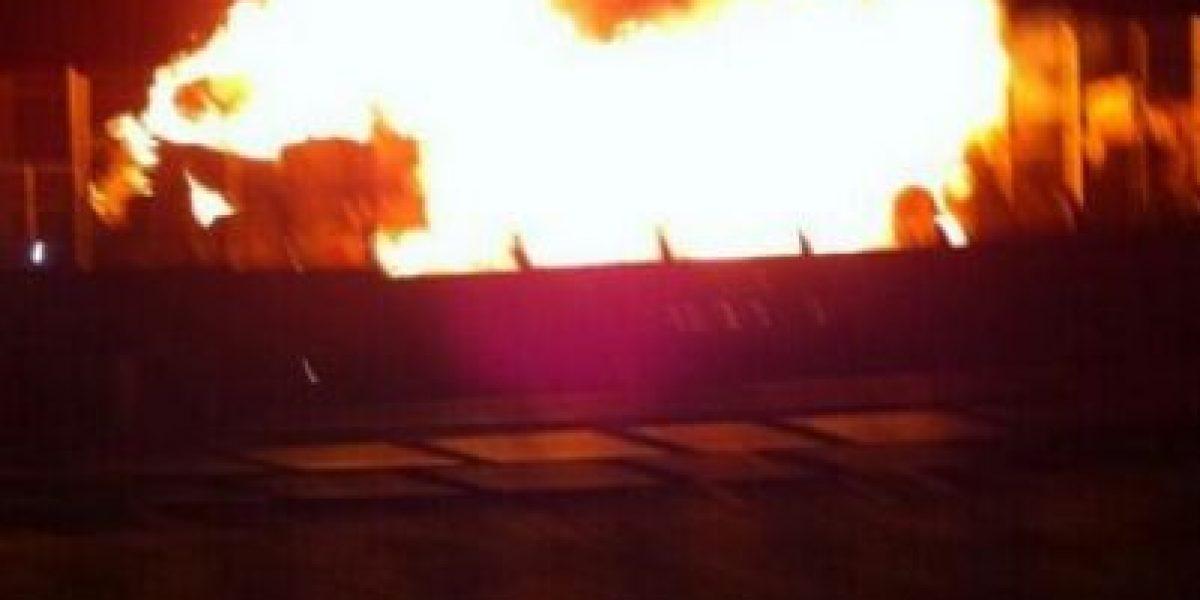 [FOTOS] Feroz incendio afecta a bodega de cartones en San Antonio