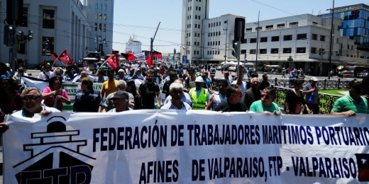 Gobierno llama a empresarios y trabajadores a mesa de diálogo para poner fin a paro portuario