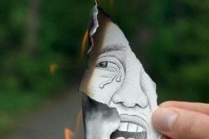 Aquí una muestra del trabajo de Ben, cuyos componentes se fusionan. Por un lado el elemento de fuego y por otro el dibujo que representa tristeza y desesperación Foto:www.facebook.com/ben.heine.artist. Imagen Por: