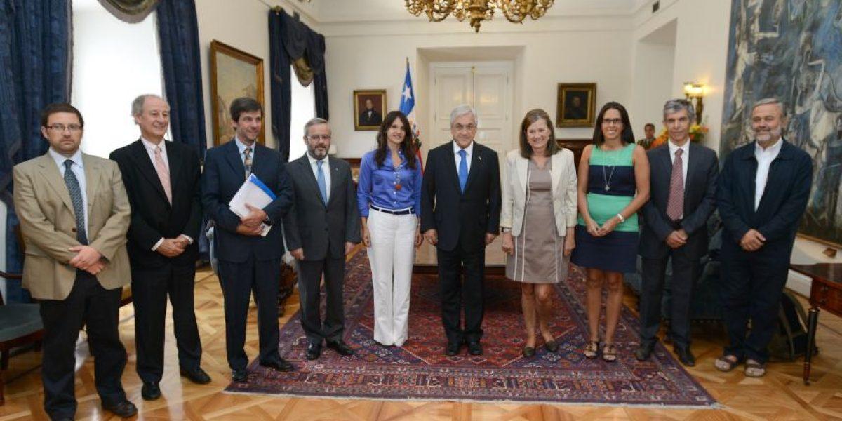 Fotos: Mandatario recibe informe de la Comisión Asesora para la Medición de la Pobreza