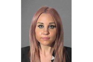 La actriz, famosa por sus papeles en series y películas infantiles, golpeó una patrulla momentos antes de ser arrestada. Foto:Complex. Imagen Por: