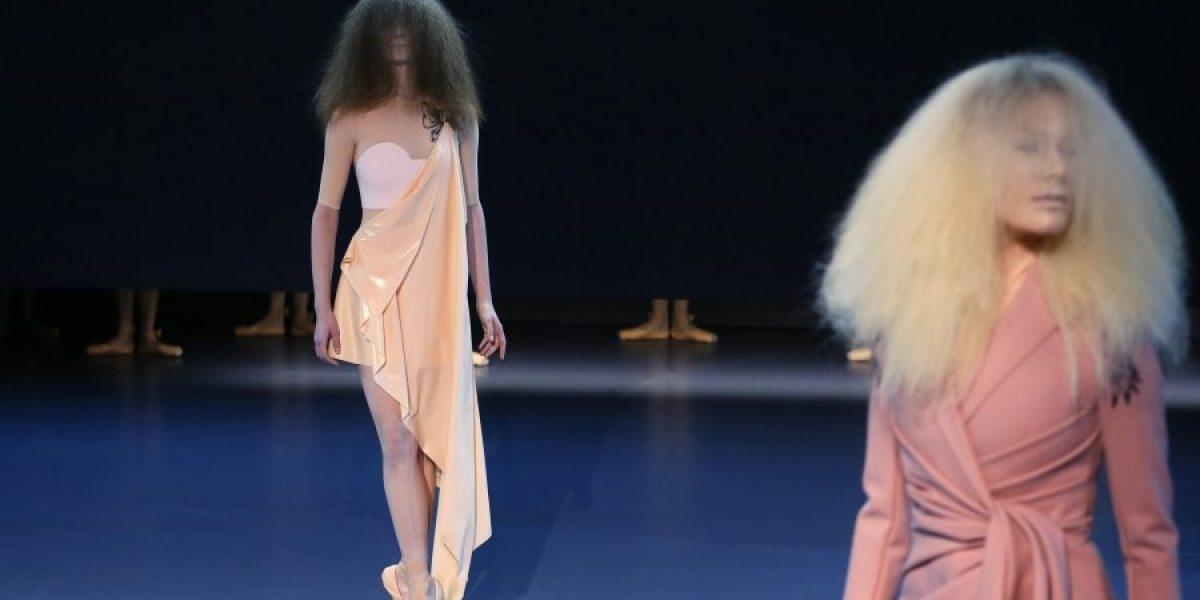 Bailarinas de ballet se toman la Alta Costura