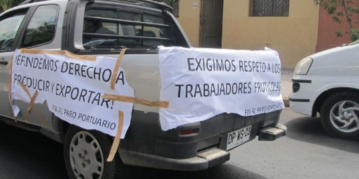 Galería: caravana de productores y exportadores de frutas se manifiesta contra paro portuario