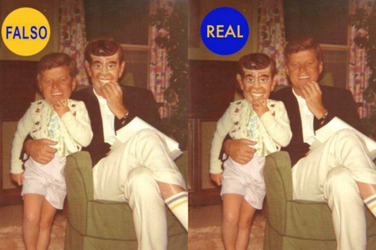 Esta foto es muy popular en Twitter. Se supone que es John Fitzgeral Kennedy y su hija, la cual lleva una máscara de cartón con la cara de su propio padre. Las caras están intercambiadas. Foto:Twitter @HistoryInPics. Imagen Por: