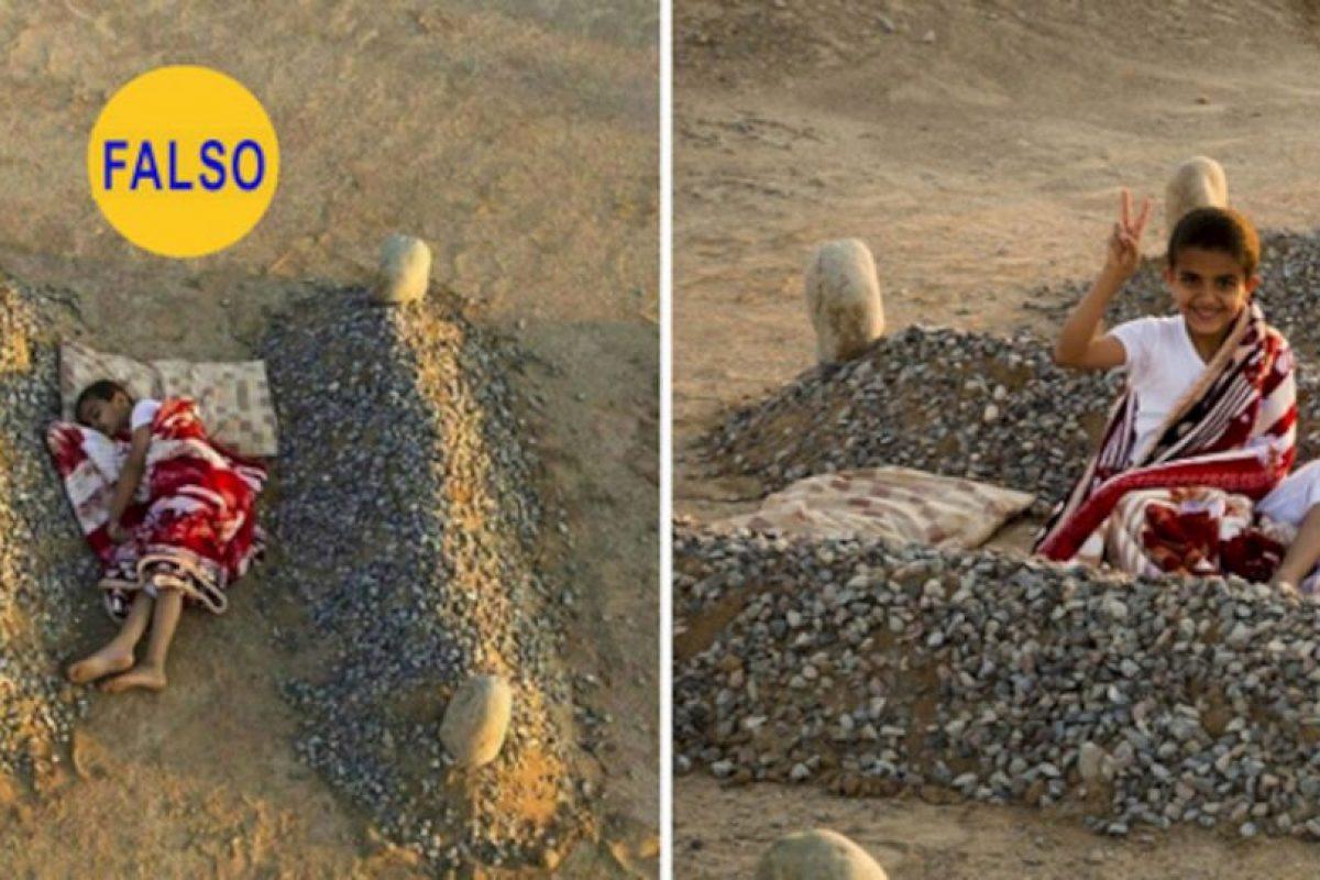 La foto de la izquierda ha circulado como desgarradora prueba de las atrocidades del conflicto en Siria. Resulta que las tumbas no pertenecen a los padres del niño, sino que es el proyecto artístico de un fotógrafo llamado Abdul Aziz al-Otaibi Foto:Flickr image. Imagen Por:
