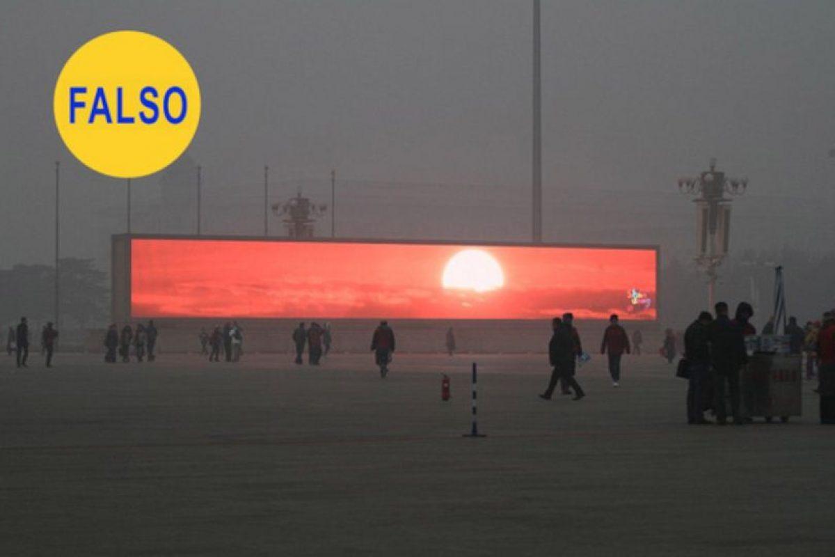 Que Pekín tiene un grave problema de contaminación atmosférica es un dato de sobra conocido, pero que la solución sea que el gobierno haya instalado pantallas gigantes para que los habitantes de la ciudad puedan ver amanecer es falso Foto:Flickr image. Imagen Por:
