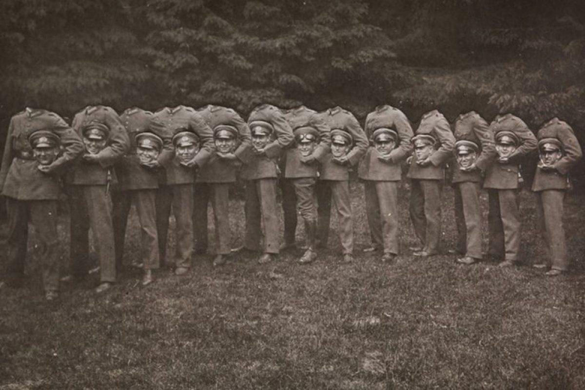 """Soldados """"Decapitados"""". No se tienen más datos de la fotografía Foto:http://blackandwtf.tumblr.com/. Imagen Por:"""