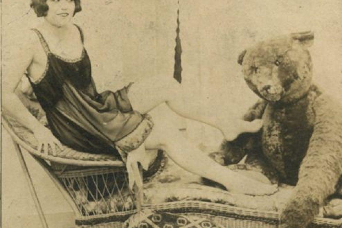 """Detrás de las fotos estaba escrito """"Ella amaba a su osito"""" Foto:http://blackandwtf.tumblr.com/. Imagen Por:"""