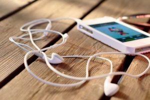 Si aún así, todo esto es difícil, estudios han demostrado que es posible mejorar el rendimiento -y soportar más el cansancio- escuchando música positiva. Foto:Tumblr. Imagen Por:
