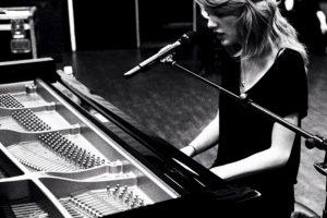 """Publicó ésta nocha en su cuenta de instagram bajo el título """"¿Qué canción querían que cantara en los Grammys?"""" Foto:instagram.com. Imagen Por:"""