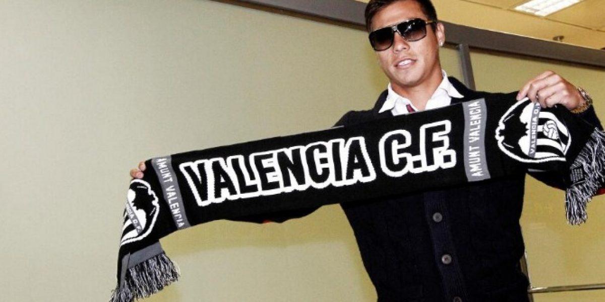 Eduardo Vargas llega a Valencia y espera debutar ante Barcelona de Alexis Sánchez
