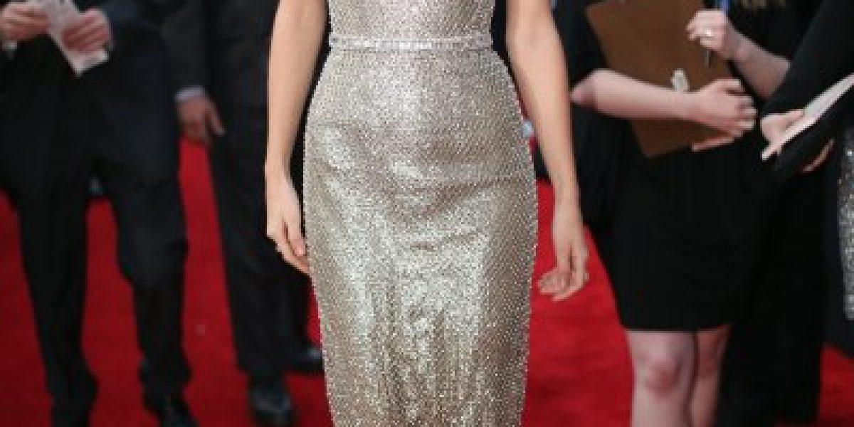 Taylor Swift deslumbra con su belleza en la alfombra roja de los Grammy Awards