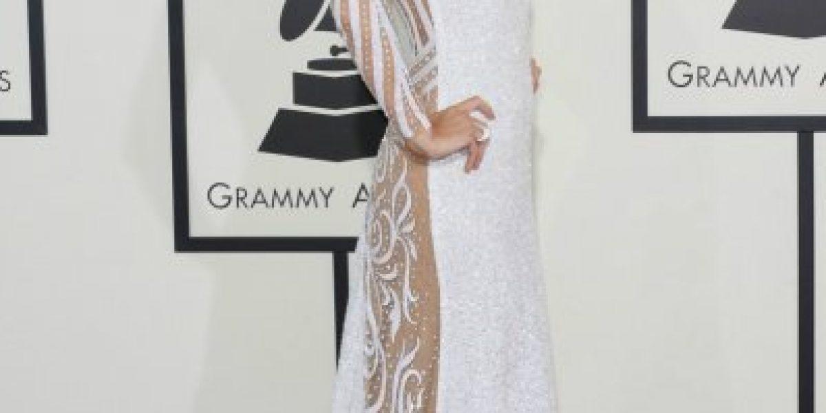 Paris Hilton impacta con sexy vestido en los Grammy Awards