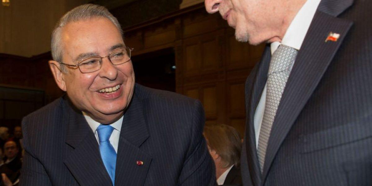 Cordial apretón de manos en La Haya entre agentes de Chile y Perú