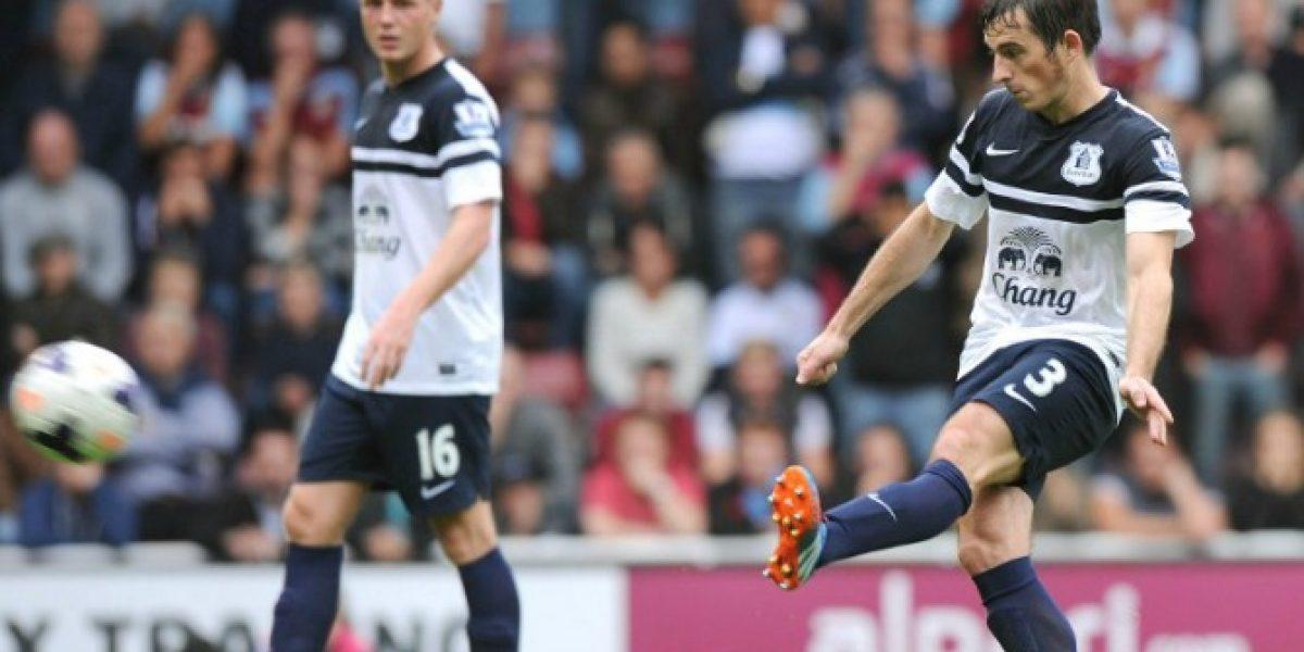 Una opción menos para el United: Baines renovó contrato con Everton
