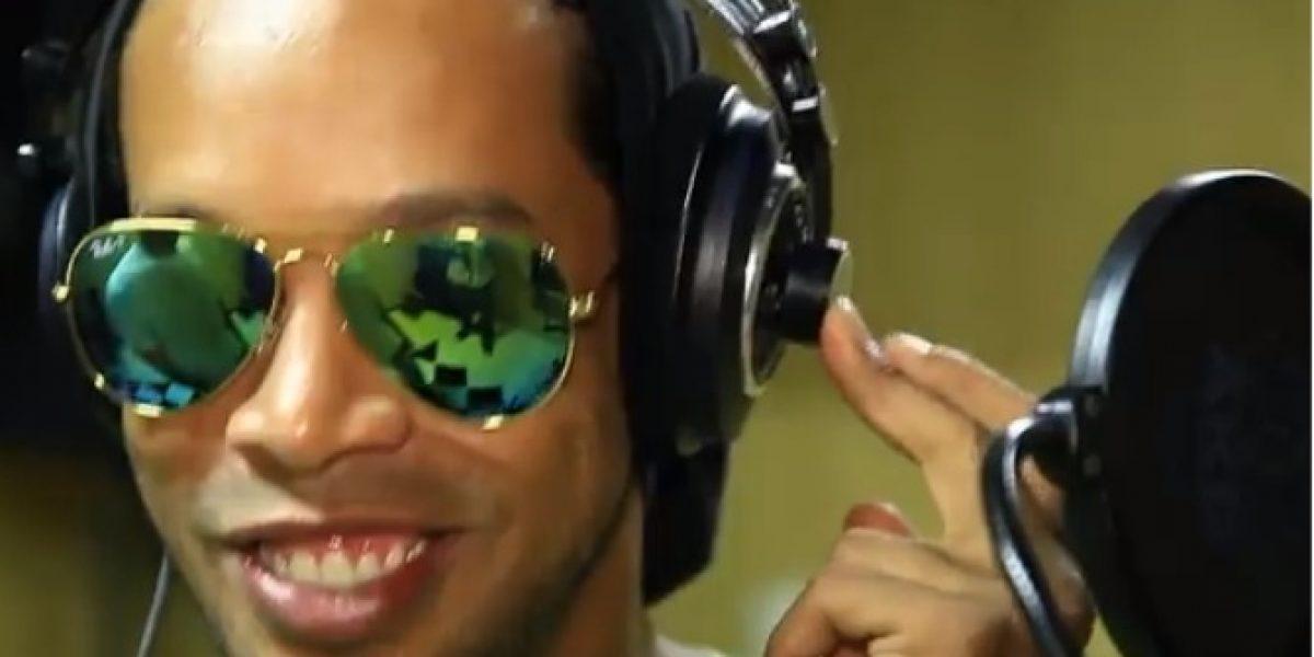 ¡Las hace todas! Ronaldinho debutó como rapero con una pegajosa canción