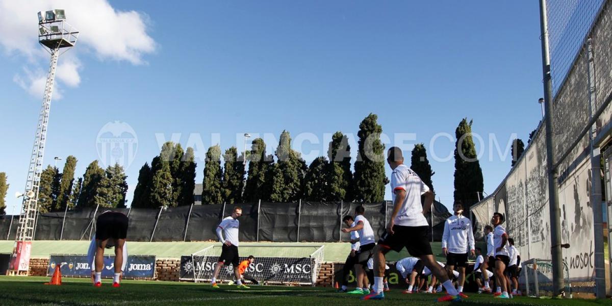 Listo para debutar: Eduardo Vargas tuvo su primer entrenamiento con Valencia