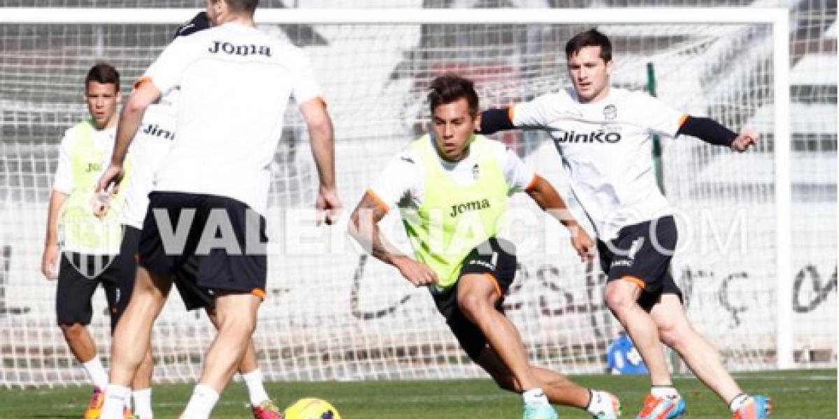 Vargas pasó la revisión médica en Valencia y sumó su primera portada