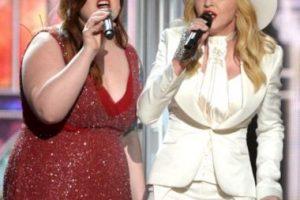 El tema interpretado fue la canción de fondo para las 33 parejas que contrajeron nupcias en los Grammy 2014 Foto:Getty images. Imagen Por:
