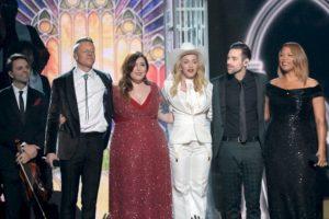 La despedida del escenario de los Grammy 2014 Foto:Getty images. Imagen Por: