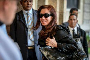 La presidenta de Argentina, Cristina Fernández de Kirchner, a su llegada a La Habana. Foto:AFP. Imagen Por: