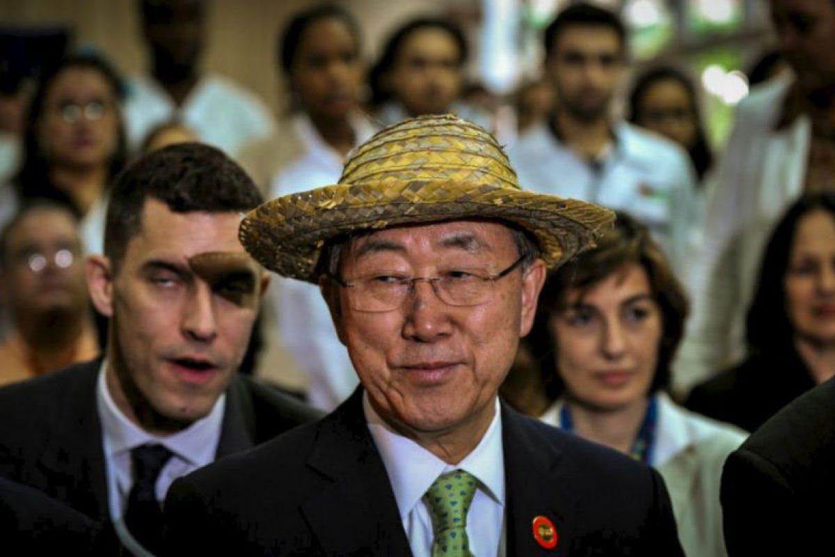 El Secretario General de las Naciones Unidas (ONU), Ban Ki-moon, porta un sombrero cubano. Foto:AFP. Imagen Por: