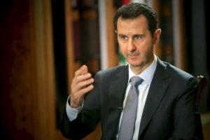 El presidente sirio, Bashar al-Assad, habla durante una entrevista con la AFP en el palacio presidencial en Damasco, el fin de semana. Foto:AFP. Imagen Por: