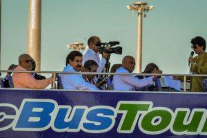 Varios presidentes viajan en un autobus abierto. Foto:AFP. Imagen Por: