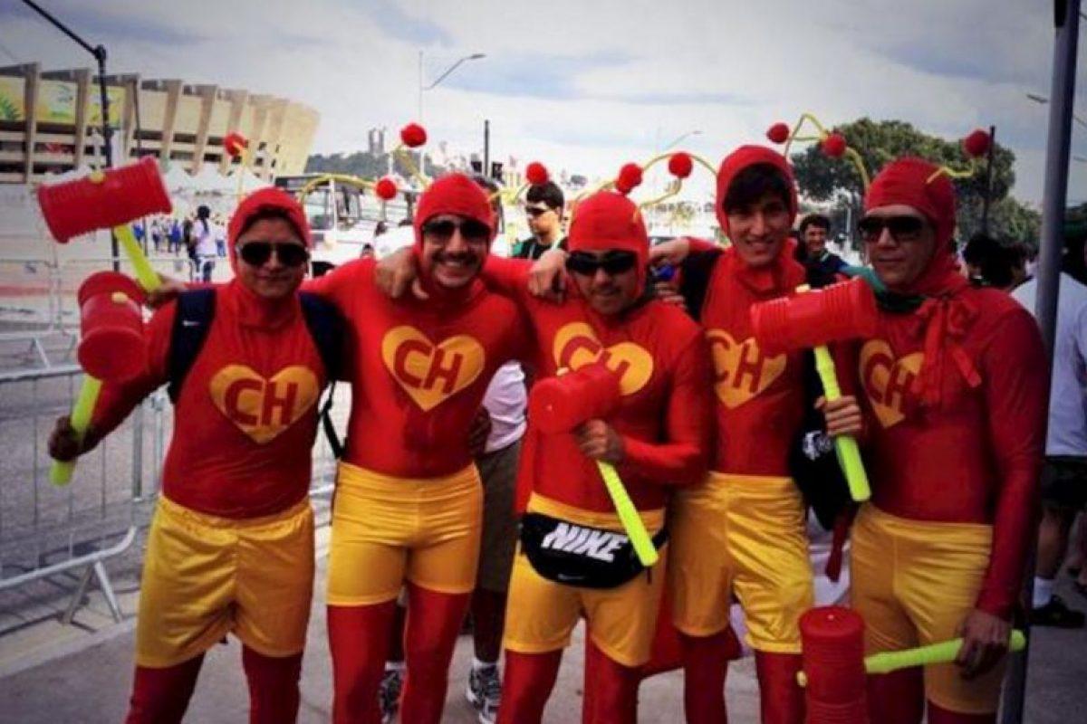 Fans en Brasil asistieron a un partido de fútbol vestidos de tan singular manera. Foto:tumblr.com. Imagen Por:
