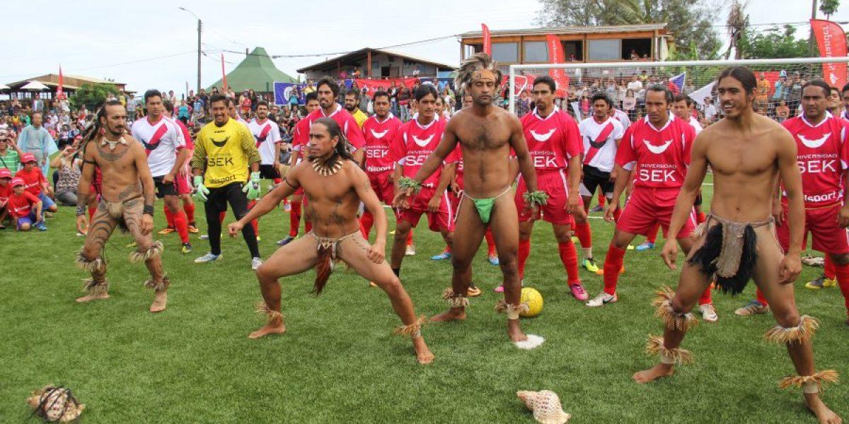Galería: Pelé fue la figura en la inauguración del nuevo estadio de Rapa Nui