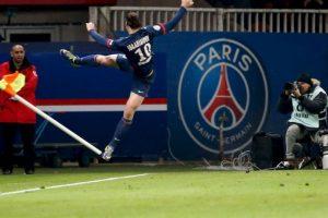 El delantero sueco del Paris Saint-Germain Zlatan Ibrahimovic celebra después de anotar un gol durante el partido contra Nantes. Foto:AFP. Imagen Por:
