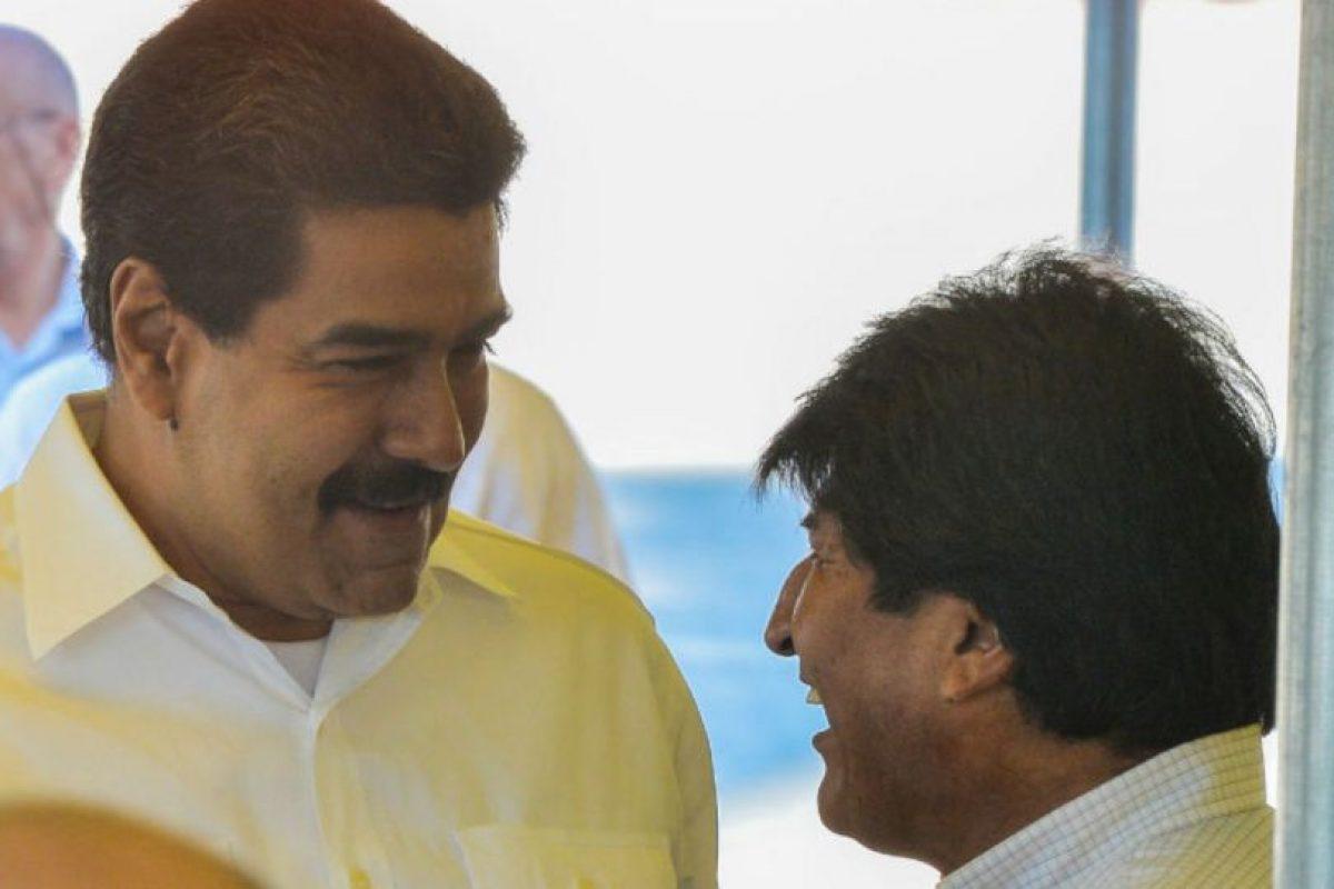 El presidente boliviano, Evo Morales, y de Venezuela, Nicolás Maduro, participan en la inauguración de la primera etapa del puerto Mariel. Foto:AFP. Imagen Por: