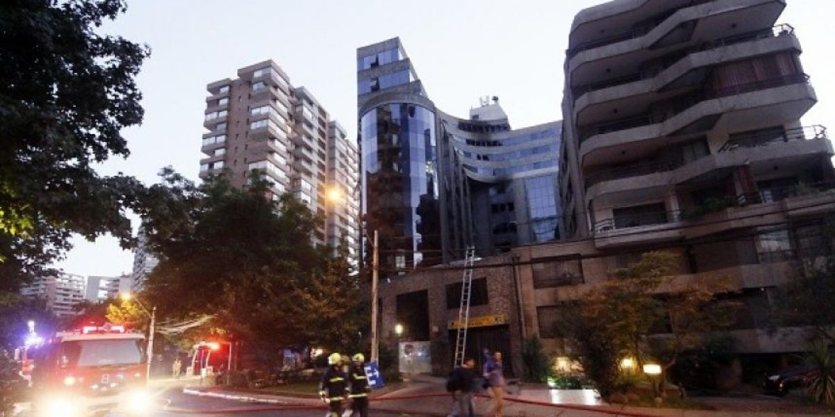 [FOTOS+VIDEO] Gigantesco incendio afectó a edificio de Las Condes