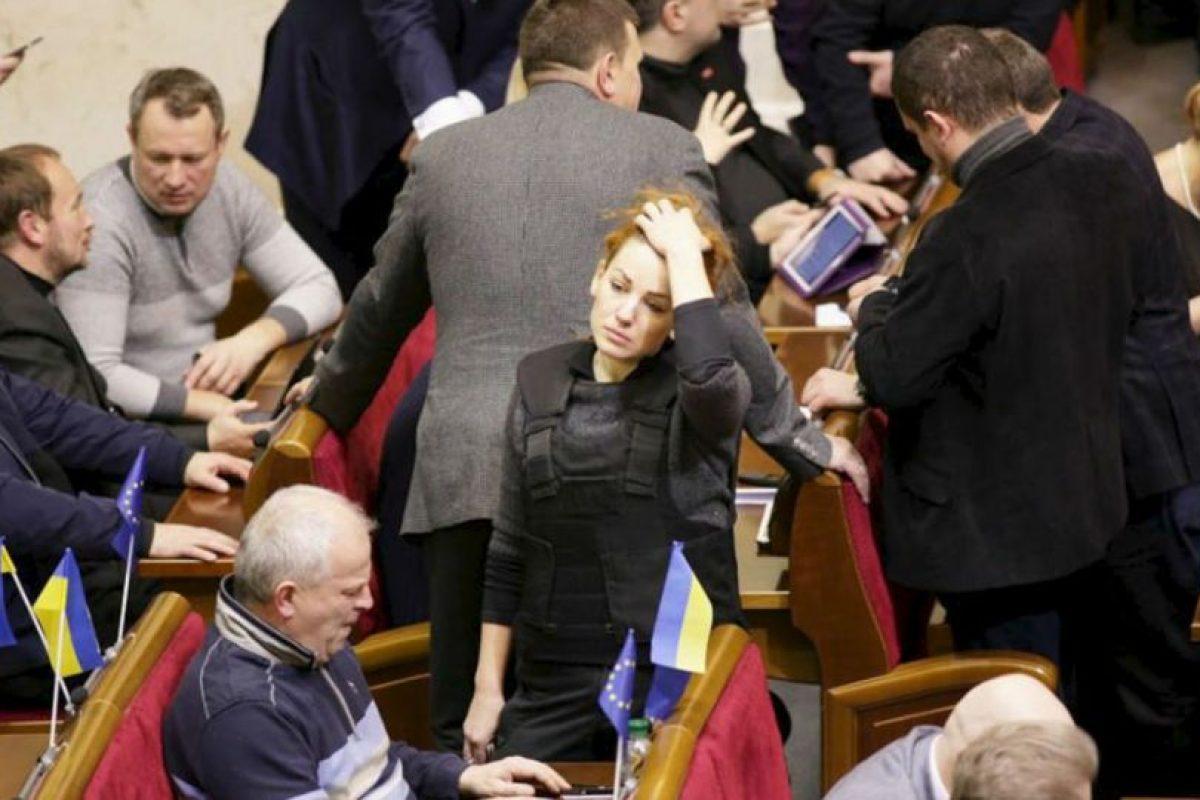 La diputada caminó entre sus compañeros durante la sesión. Foto:Facebook. Imagen Por: