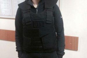 Orobets publicó en su cuenta de Facebook la fotografía con el chaleco antibalas. Foto:Facebook. Imagen Por:
