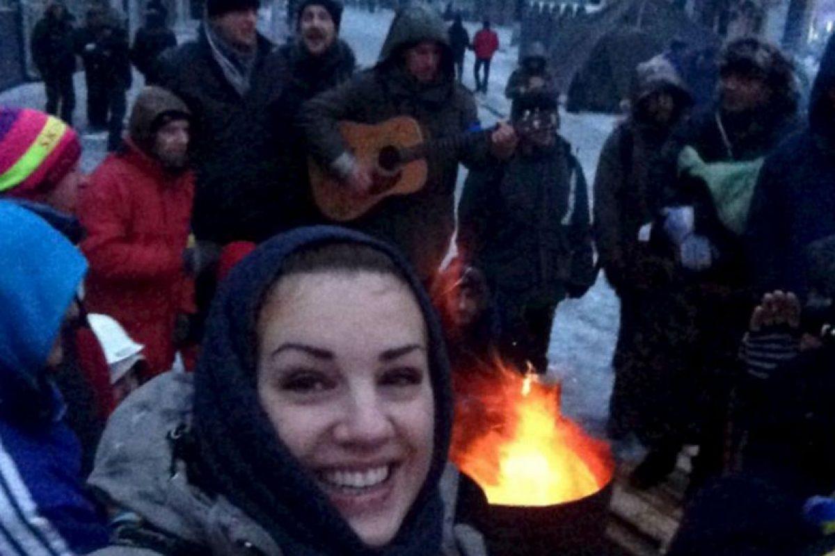La diputada de oposición con manifestantes. Foto:Facebook. Imagen Por:
