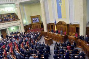 El parlamento ucraniano derogó las leyes antiprotesta que aumentaron el enojo de los manifestantes. Foto:AFP. Imagen Por:
