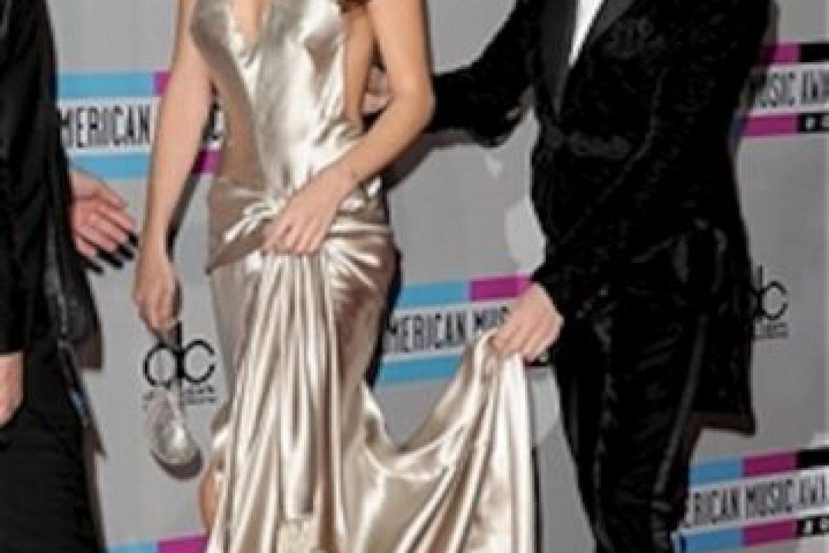Justin Bieber tiene una fuerte discusión con Selena Gomez, su novia en ese entonces, quien le pedía que fuera a rehabilitación. El canadiense se niega y termina insultándola. Foto:Getty image. Imagen Por: