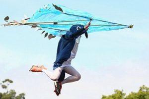En el mes de julio en Inglaterra, personas con un artefacto simulando ser aves se lanzan desde una plataforma, con el objetivo de alejarse lo más posible usando su construcción casera. Foto:Getty image. Imagen Por: