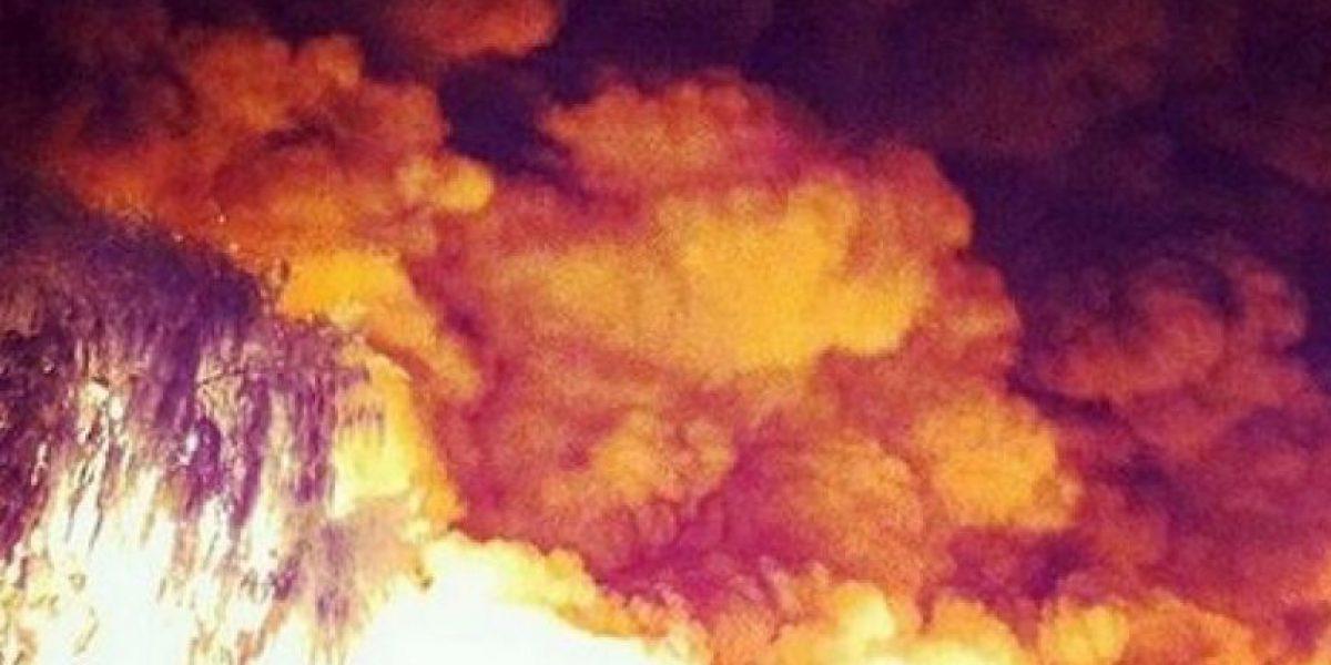 [FOTOS+VIDEO] Feroz incendio consumió fábrica de pallets en Quilicura