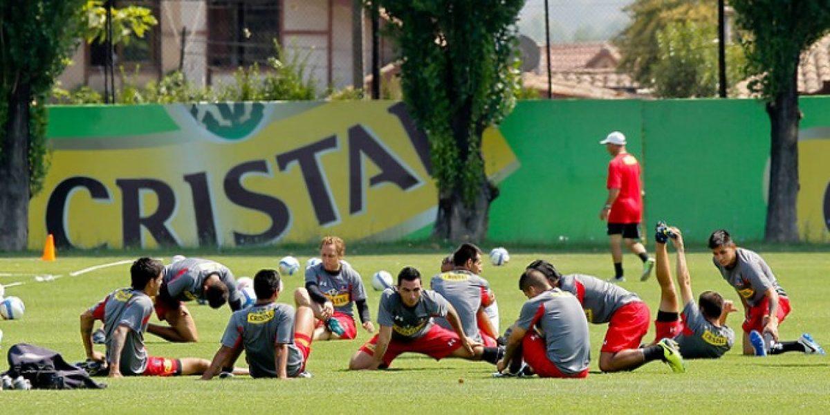 Locura por Colo Colo: Hinchas sobrepasan la seguridad para ver el entrenamiento