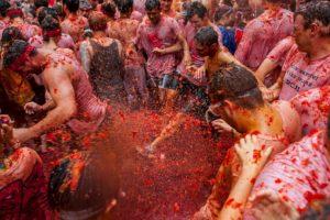 Era de esperarse que tal evento se realizara en España, ya que esta celebración utiliza una gran cantidad de tomates que la gente se tira entre sí para celebrar el último miércoles de agosto. Foto:Getty image. Imagen Por: