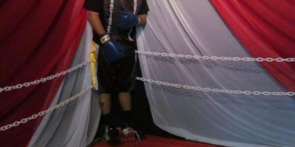 [FOTOS] Velan el cadáver de un boxeador vestido y parado sobre un ring
