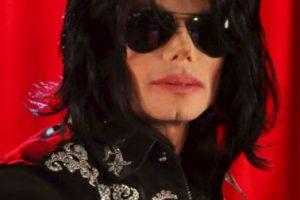 En la mañana del 25 de junio de 2009, Michael Jackson sufrió un paro cardiorrespiratorio en su mansión alquilada de Holmby Hills, donde murio minutos después. Foto:Getty Images. Imagen Por: