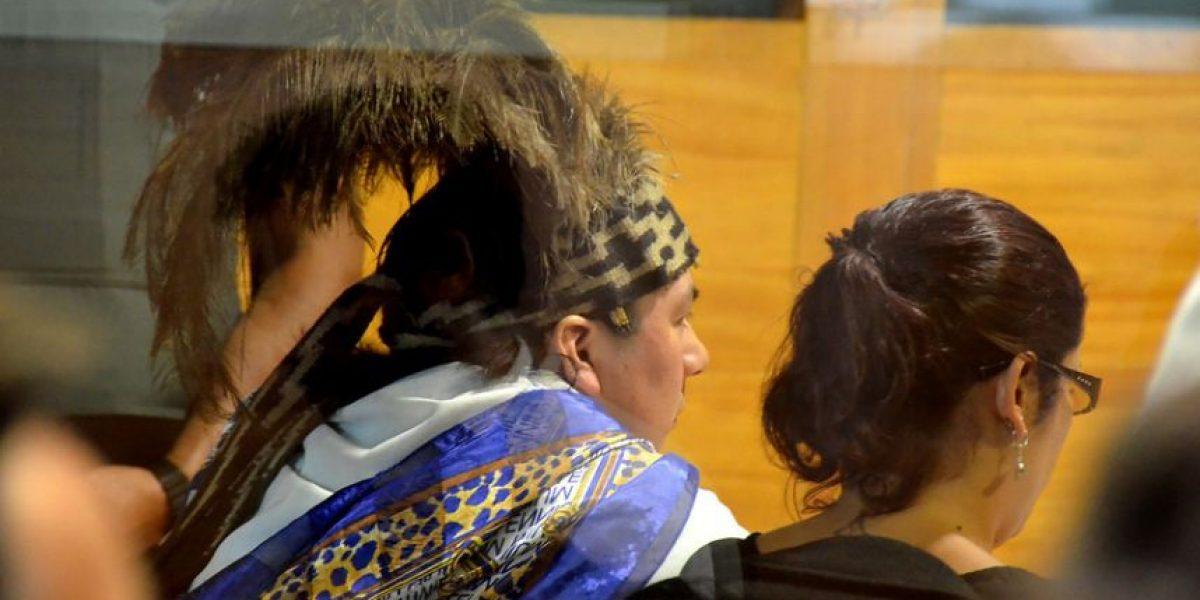 [FOTOS] Con peculiar atuendo llegó el machi Celestino Córdova al juicio oral en su contra