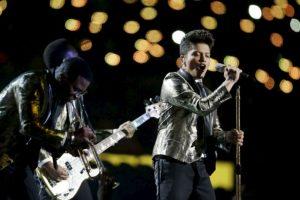 Bruno Mars en el medio tiempo. Foto:AFP. Imagen Por: