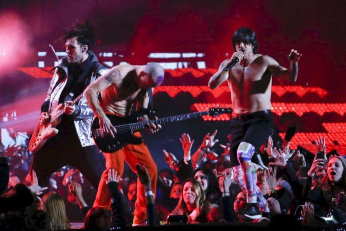 Red Hot Chili Peppers en su pequeña participación. Foto:AFP. Imagen Por: