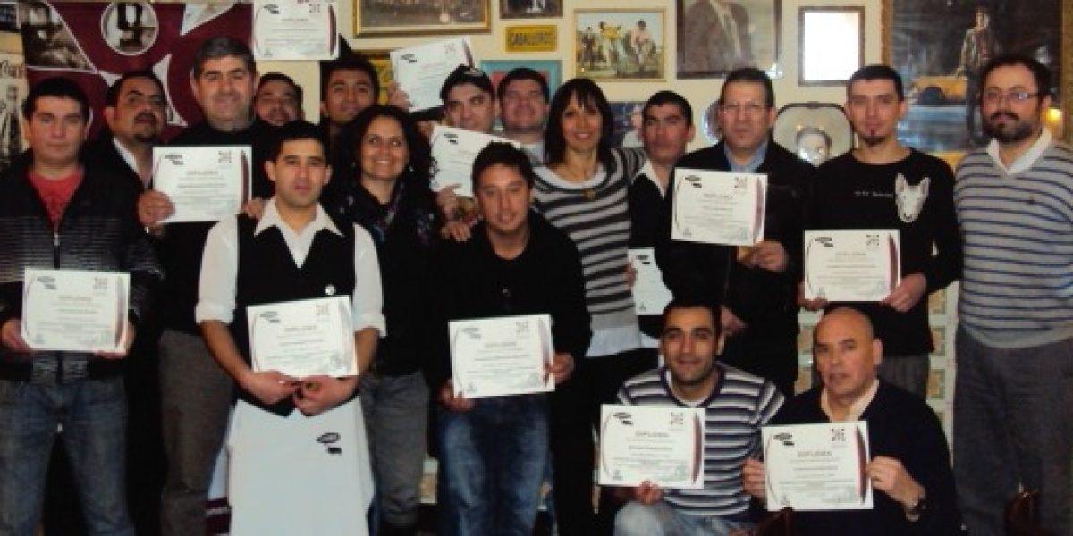Programa busca profesionalizar el oficio de los garzones